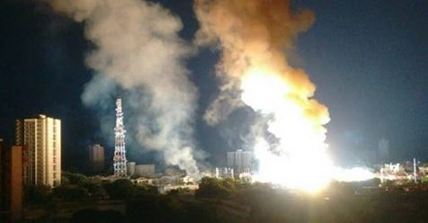 (Vídeos) Así fue la explosión en subestación eléctrica en Maracaibo Dl9chv10