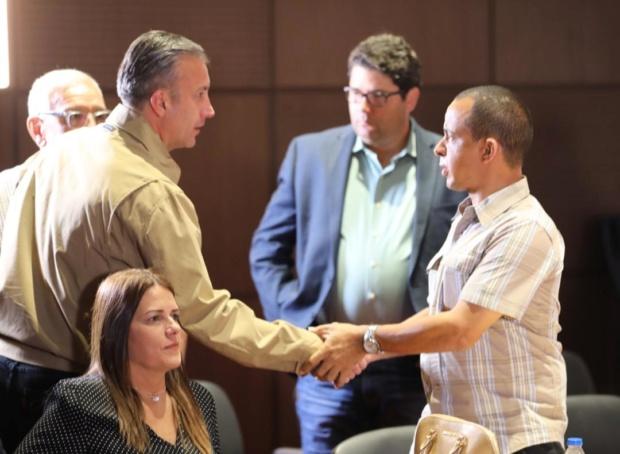 El Aissami se reunió con representantes de Makro, Garzón, Industrias Diana y Pequiven Dld_zh10