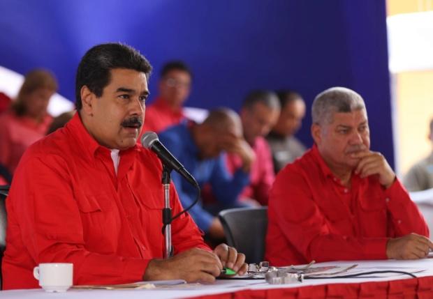 Maduro llama a impulsar nuevos medios de comunicación para promover revolución bolivariana Dljqel10