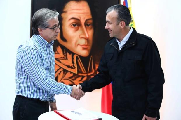 El Aissami y productores firman acuerdo de precios acordados en productos de higiene y limpieza Dlyzmr10