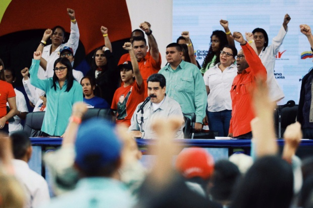 Maduro: Vamos a supervisar los comercios para ver si se están respetando los precios acordados Dmid5e10