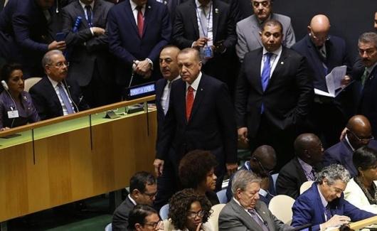 Presidente de Turquía abandona brevemente la Asamblea General de ONU durante discurso guerrerista de Trump Dn8qqt10