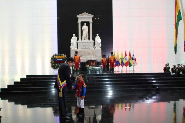 Venezuela conmemora 235 años del natalicio de Simón Bolívar Drrkmv10