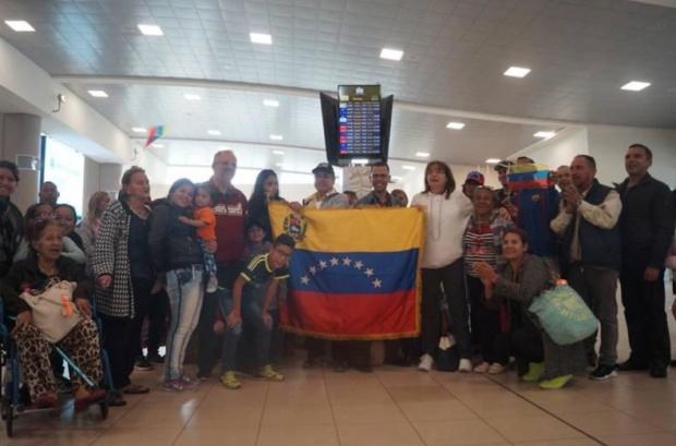 Venezolanos regresan de Ecuador