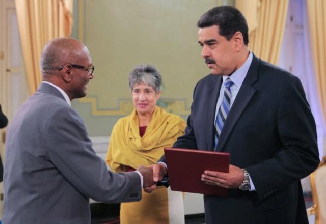 Venezuela recibe nuevos embajadores de Sri Lanka y Namibia
