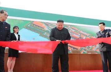 """Kim Jong-un aparece en un acto público tras noticias falsas difundidas por medios de EEUU sobre su """"muerte"""" Ew-bp911"""