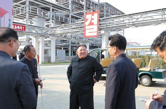 """Kim Jong-un aparece en un acto público tras noticias falsas difundidas por medios de EEUU sobre su """"muerte"""" Ew-fx813"""