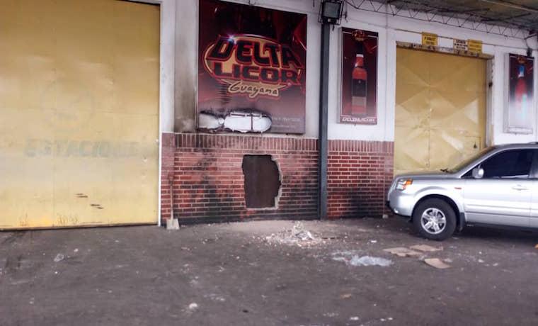 """Dueños de negocios saqueados en Guayana culpan a """"hordas de opositores"""" de los robos F9fd7b10"""