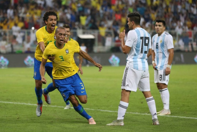 Brasil vence a Argentina por 2-0