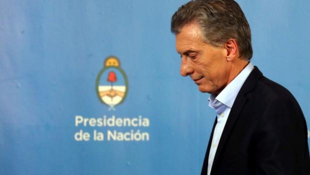Empeora la crisis: Macri redujo ministerios y aumentó impuestos a las exportaciones Hkcmg010
