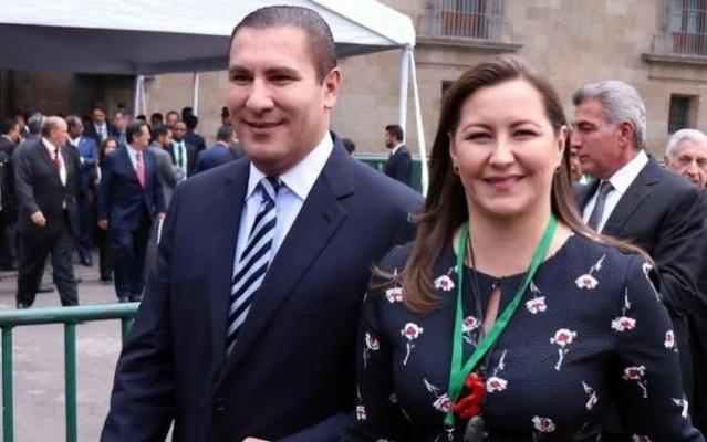 Martha Erika Alons y esposo