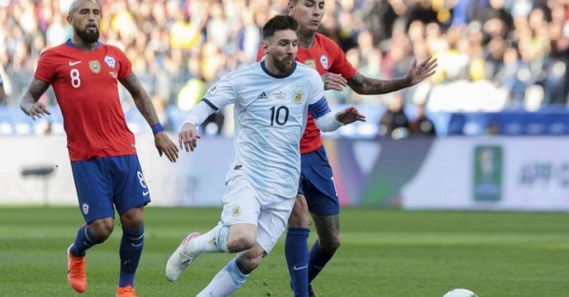 Argentina se impone 2-1 a Chile