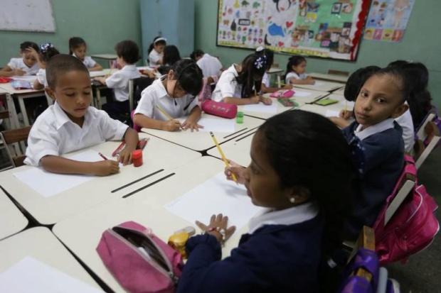 clases niños venezolanos escuelas