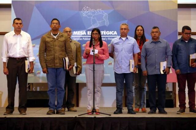 Gobernadores y Ministros debaten propuestas para fortalecer servicios públicos Img_7310