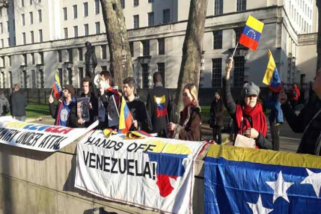 Protestas contra Guaidó en Londres
