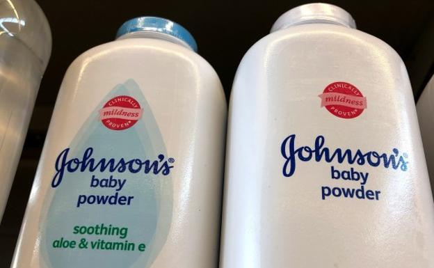 Johnson & Johnson supo durante décadas que su talco producía cáncer y lo ocultó Johnso10