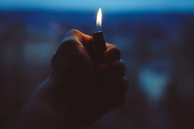 Encendedor, Mano, Fuego, Explotación, Luz, Llama, Calor
