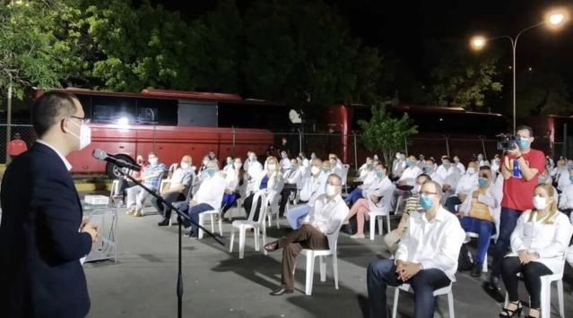 Canciller Arreaza y médicos cubanos