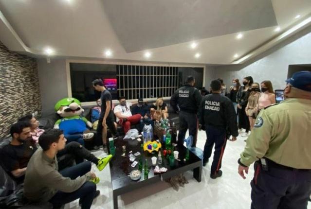 Detienen a 22 jóvenes y a 'Luigi' por andar rumbeando y sin medidas de bioseguridad en Altamira