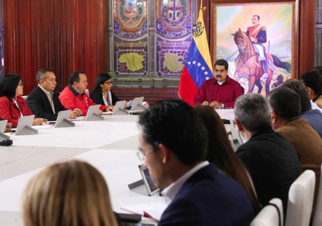Presidente Maduro solicitó fortalecer mecanismos de pagos electrónicos y bioelectrónicos en el país Maduro11