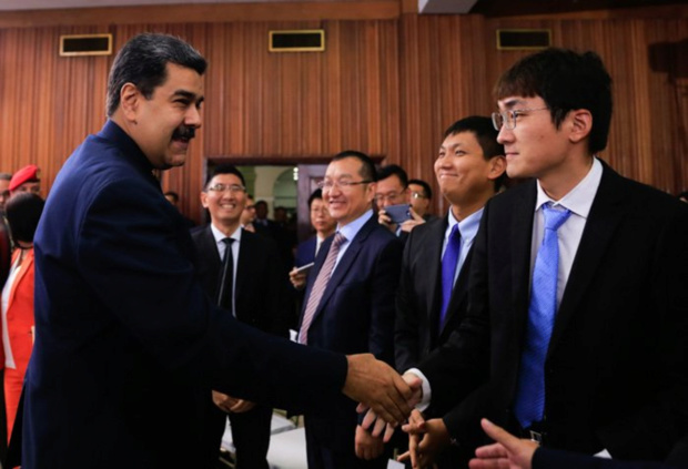 Nicolás Maduro y Chinos