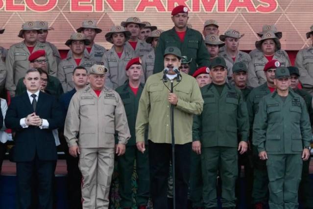 Nicolás Maduro y Milicia