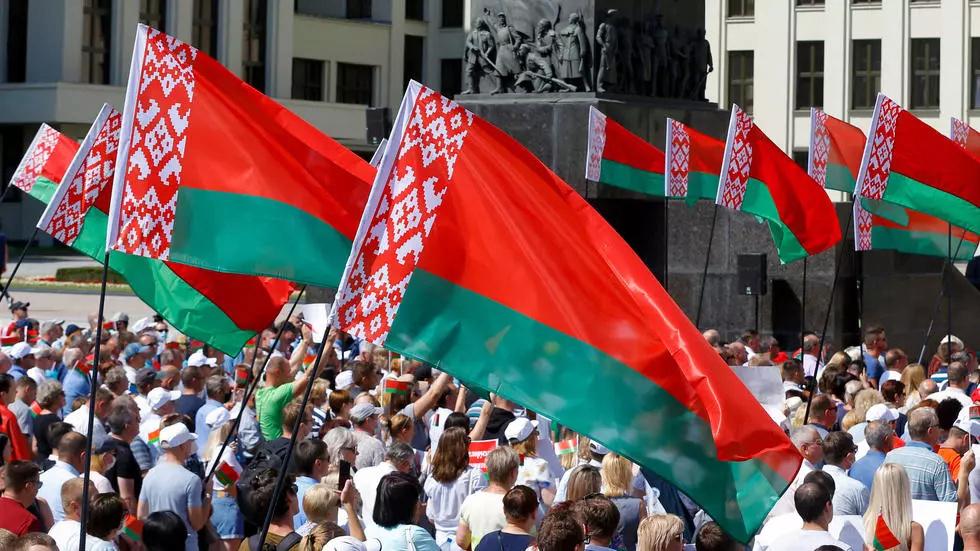 """Lukashenko recibió el apoyo de miles de bielorrusos en Minsk: """"No me rendiré jamás Manife12"""