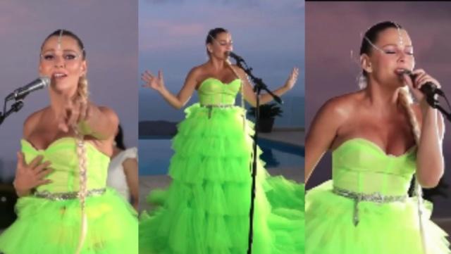 Marjorie de Sousa cantando tema de Thalia