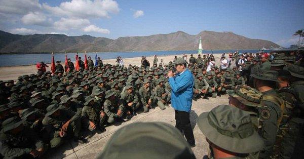 Presidente Maduro y soldados militares