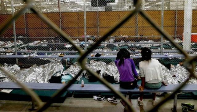 Denuncian condiciones infrahumanas que viven los niños inmigrantes detenidos en EEUU Nizos-10