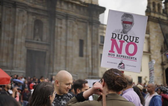 Colombianos protestan contra Iván Duque