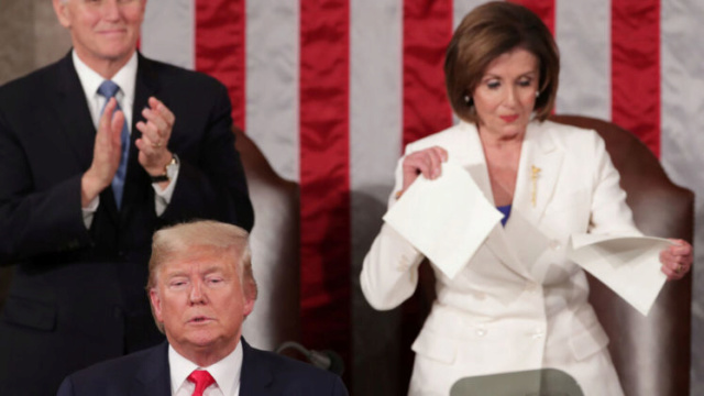 Pelosi rompió el discurso de Donald Trump en pleno congreso