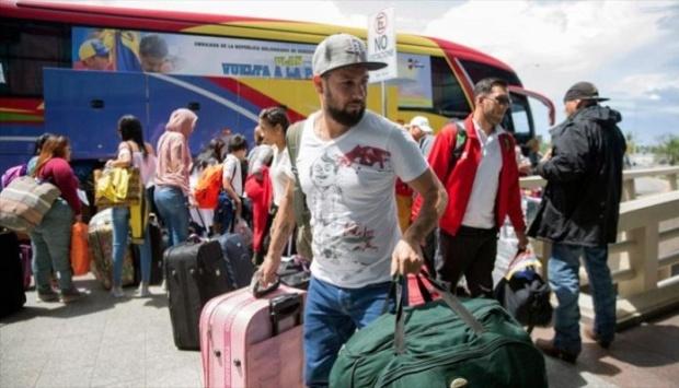 Venezolanos retornan desde Colombia