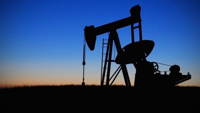 Arabia Saudita, en problemas tras aumentar la producción de petróleo para complacer a Trump Pump-j10