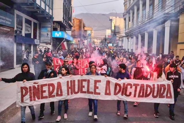 Piñera es acusado de dictador y represor asesino