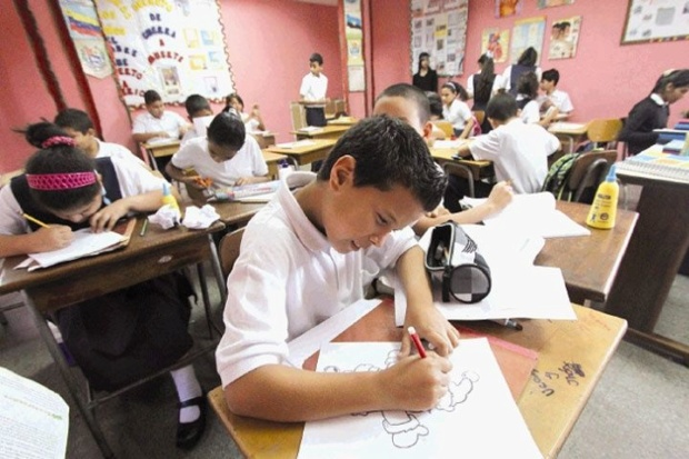 Matrículas en colegios privados serán establecidas en asambleas de padres Salon-11