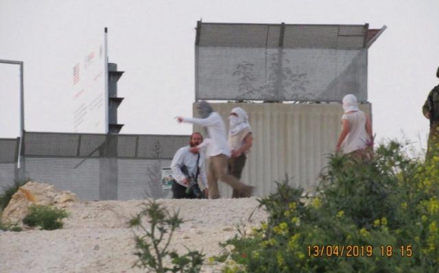 Israelíes atacan con piedras a una familia palestina