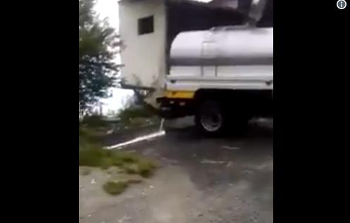 Camión Cisterna bota leche