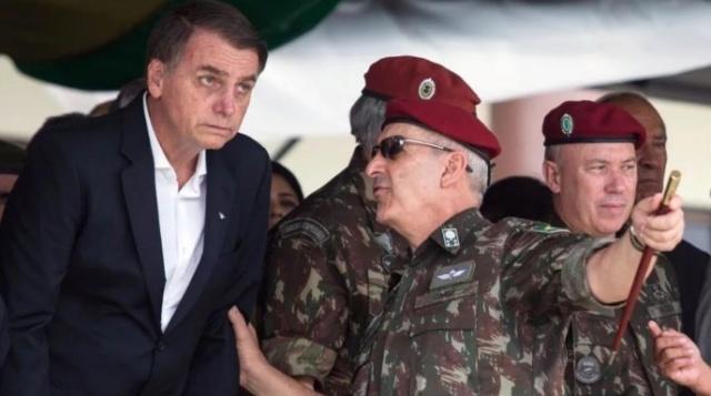 Bolsonaro y militares