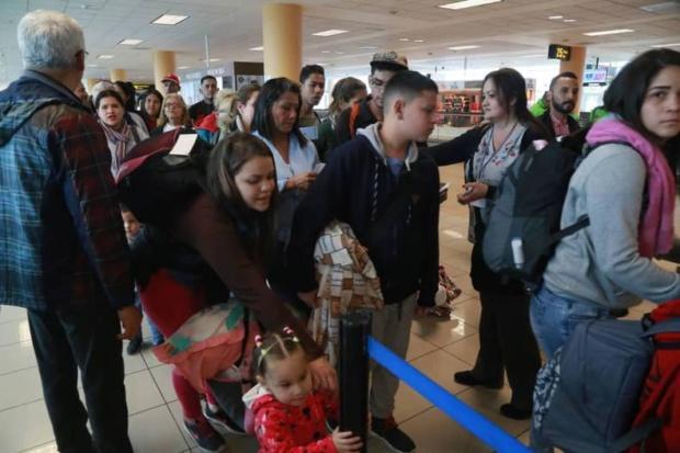 Venezolanos en Perú regresan
