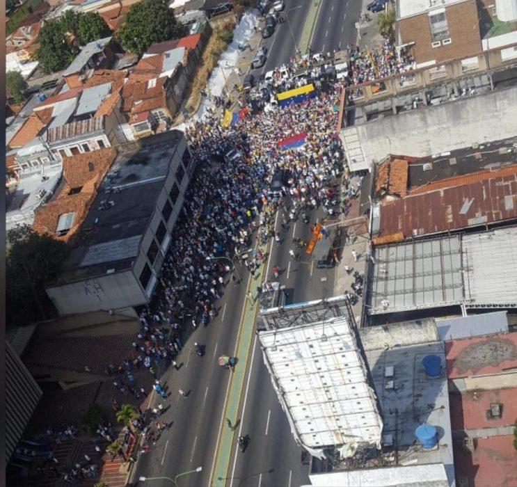 (Fotos) Guaidó se quedó sin seguidores en Valencia donde no pudo llenar ni una cuadra Whatsa26