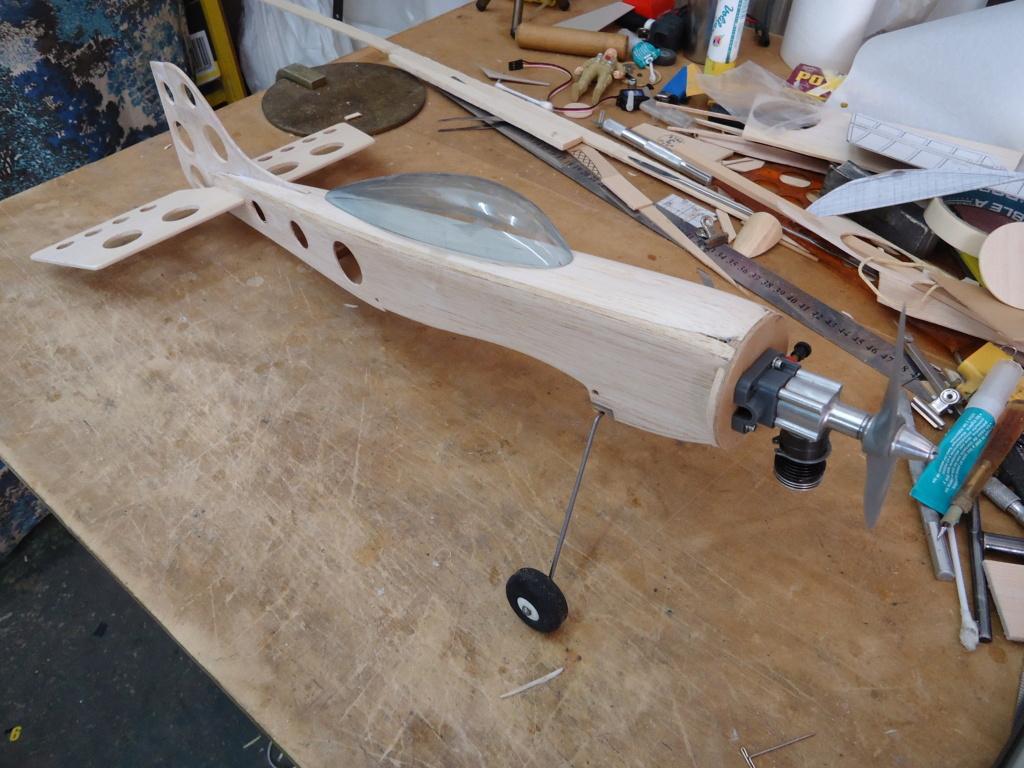 Cox engine .049 r/c & COX FUN MODEL Dsc04420