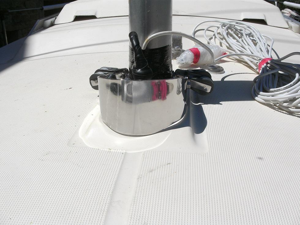 Remplacement de l'embase et du pied de mat - Page 2 Bild6528