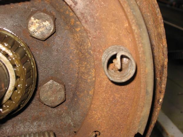 Démontage et entretien des freins de remorque R1010