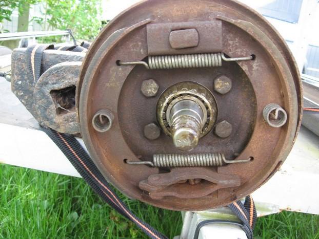 Démontage et entretien des freins de remorque R710