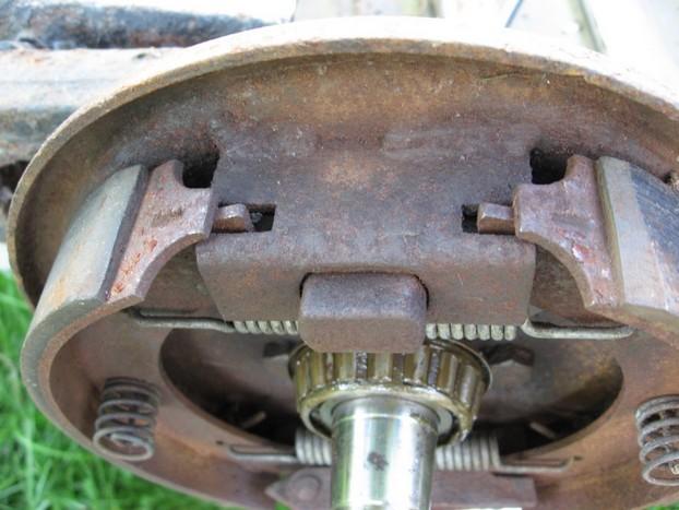 Démontage et entretien des freins de remorque R810