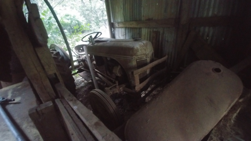 Larger Tractor 9N 07261811