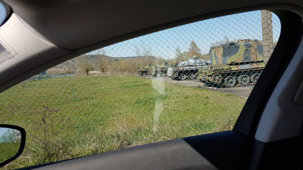 Tankette Renault UE [Tamiya 1/35] (terminée) - Page 2 20200337