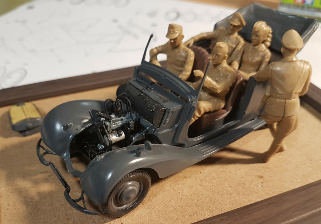 Cabriolet B type 170 Miniart 1:35 et equipage - Page 2 20201014