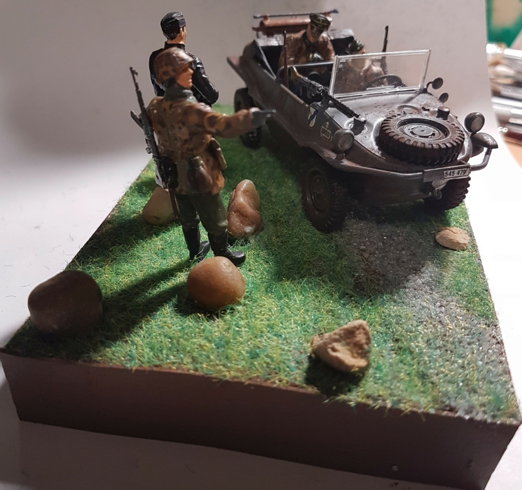 Schwimmwagen (italeri 1/35) + figurines tamiya  (terminée page 3) - Page 2 20201239